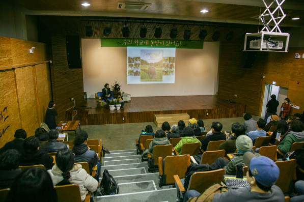 Patrick and Suhee speak about their Final Straw project at the EDUfarm conference in Seoul, South Korea (photo: Saerom Suh)